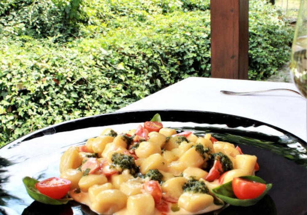 Gnocchetti di patate al gorgonzola, pomodorini e pesto